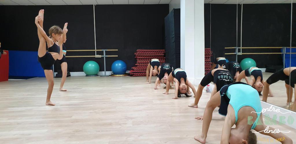 Classes de acrobàcia i Fit Kid preescolar, infantil a Sant Andreu de la Barca. Balla la vida!
