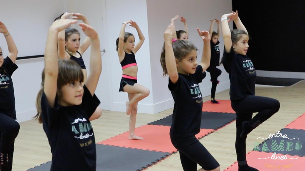 Classe de dansa infantil, nens i nenes a Sant Andreu de la Barca. Balla la vida!