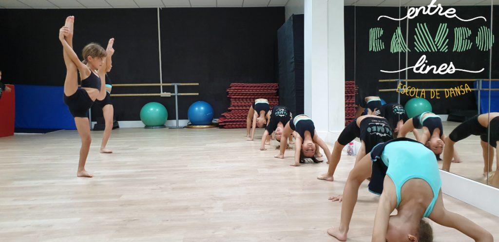 Clases de acrobacia infantiles para niños y niñas en Sant Andreu de la Barca. ¡Baila la vida!