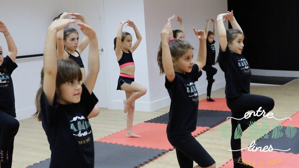 Clases para niños y niñas de danza, acrobacia y fitkid en sant andreu de la barca. ¿Te gusta bailar?