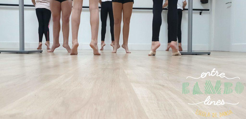 Clase técnica de danza para niñas, niños, adolescentes, junior, jovenes y adultos en Sant Andreu de la Barca. Ven a bailar!